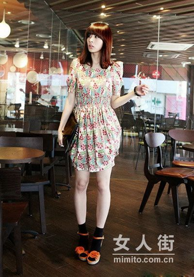 时尚韩版连衣裙 打造OL迷人约会装